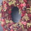 クリスマスリースの玄関ドアへの飾り方 簡単おしゃれな取り付け方法