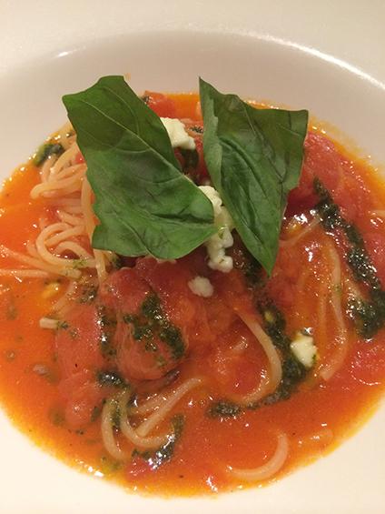 フレッシュトマトとモッツァレラチーズの生スパゲッティ